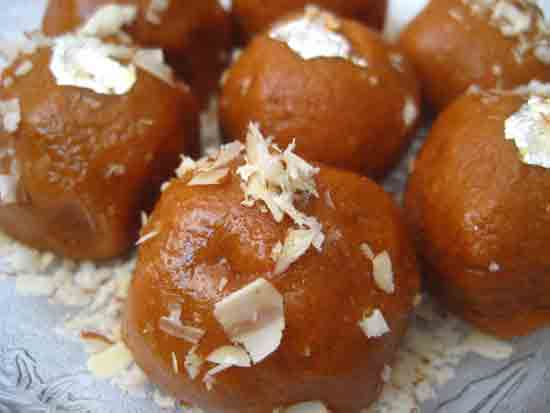 Besan Laddu Recipe by Sonia Goyal