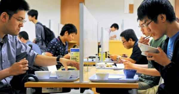 Anti Socializing Cafeteria in Japan