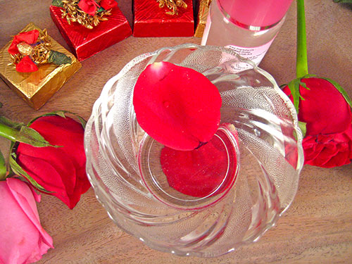 Rose Water Uses To Enhance Beauty Naturally
