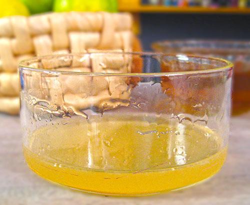 Combination of lemon and honey