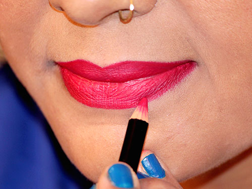 How To Apply Lipstick step 7
