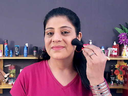 How To Do Day Makeup By Your Own DIY Makeup Tips